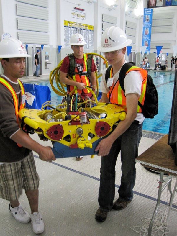 Students obviously bringing thier A game to the MATE International ROV Competition 2009.  Photo courtesy of VideoRay / Steve Van Meter.