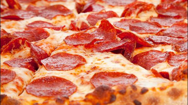 121010_pepperoni_pizza_2