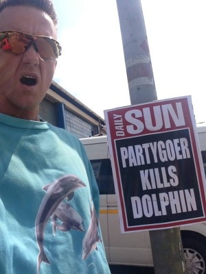 Ninja of Die Antword gets gatvol from the news of rave-related dolphin deaths.