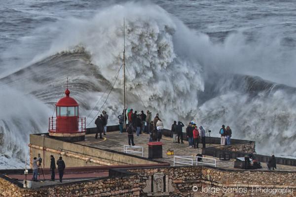 OH HAI GIANT CRUSHING WAVE. [Photo by Jorge Santos]